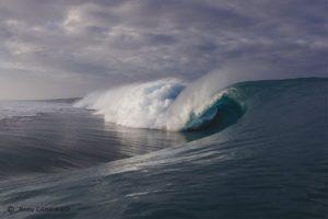 Komplexe Riffstrukturen schützen Küsten vor Monsterwellen