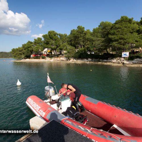Bucht vor Indie Diving mit RIB der Basis